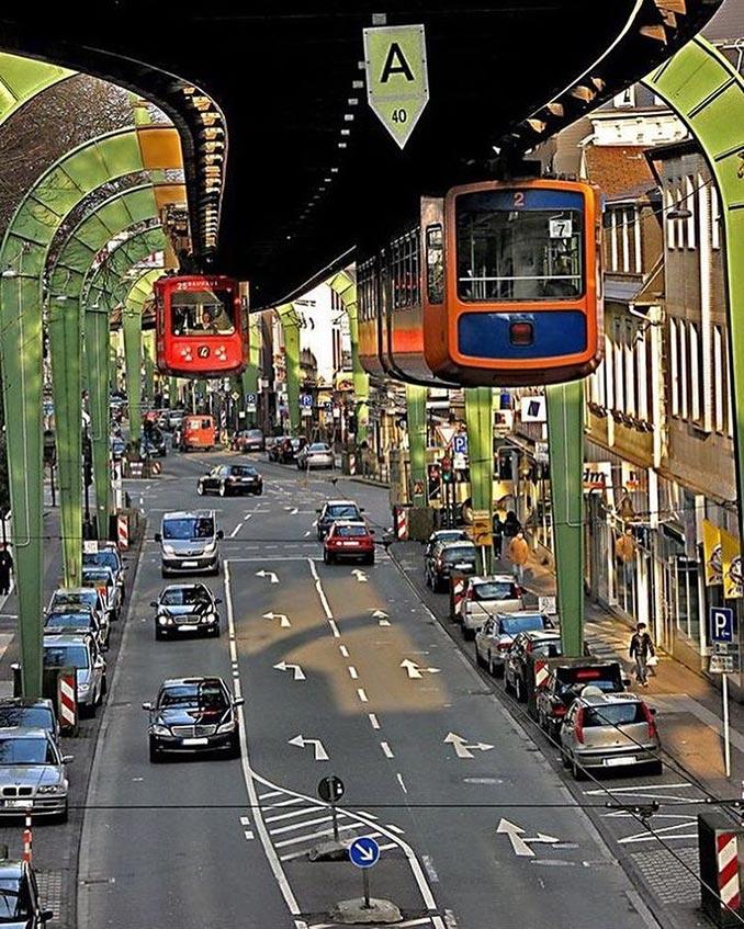 Τα κρεμαστά τρένα του Βούπερταλ | Φωτογραφία της ημέρας