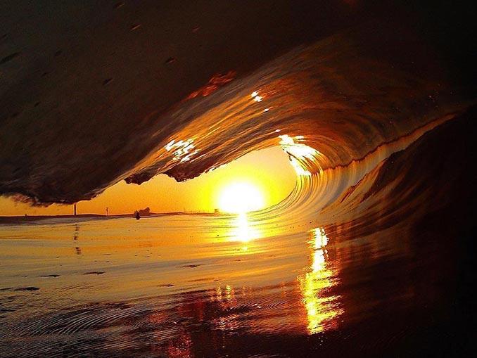 Κύμα στο ηλιοβασίλεμα | Φωτογραφία της ημέρας