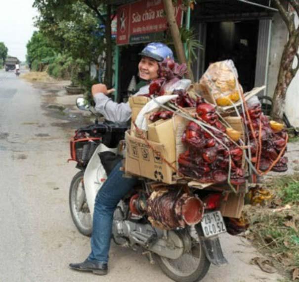 Δεν θα πιστεύετε τι μπορεί να μεταφέρει ένα μηχανάκι (5)