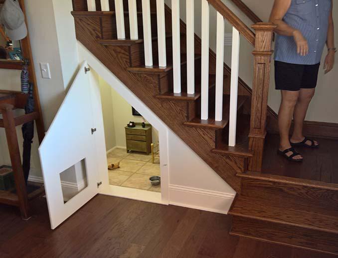Έφτιαξε δωμάτιο για τον σκύλο της κάτω από την σκάλα (1)