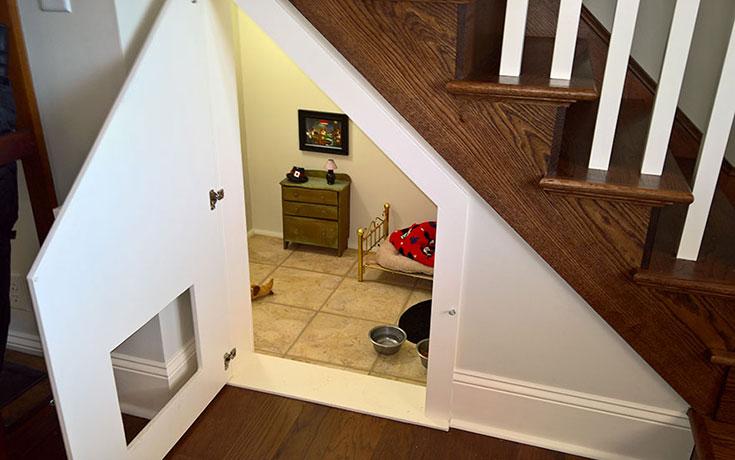 Έφτιαξε δωμάτιο για τον σκύλο της κάτω από την σκάλα (4)