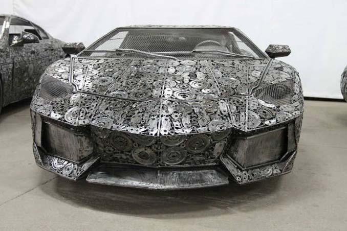 Καλλιτέχνες δημιούργησαν εντυπωσιακά γλυπτά αυτοκινήτων με παλιοσίδερα (2)
