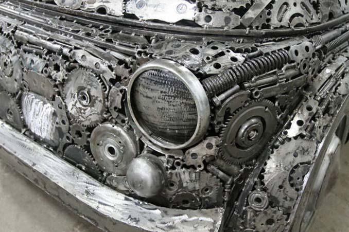 Καλλιτέχνες δημιούργησαν εντυπωσιακά γλυπτά αυτοκινήτων με παλιοσίδερα (3)