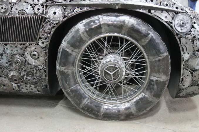 Καλλιτέχνες δημιούργησαν εντυπωσιακά γλυπτά αυτοκινήτων με παλιοσίδερα (4)