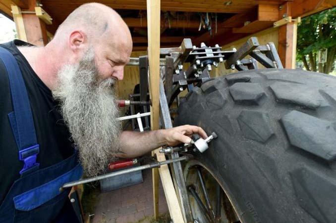 Γερμανός έφτιαξε την βαρύτερη μοτοσυκλέτα στον κόσμο (6)