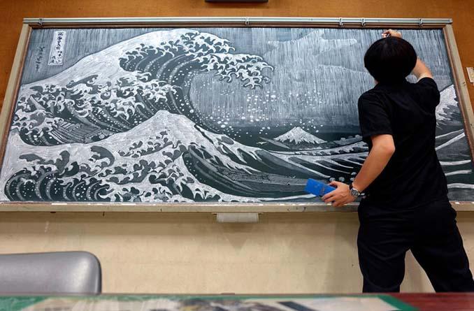 Καθηγητής από την Ιαπωνία εκπλήσσει τους μαθητές του με απίστευτα έργα τέχνης στον πίνακα (1)