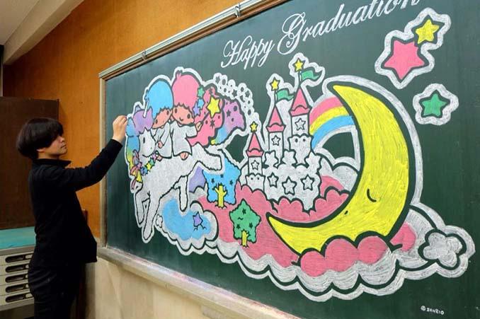 Καθηγητής από την Ιαπωνία εκπλήσσει τους μαθητές του με απίστευτα έργα τέχνης στον πίνακα (2)