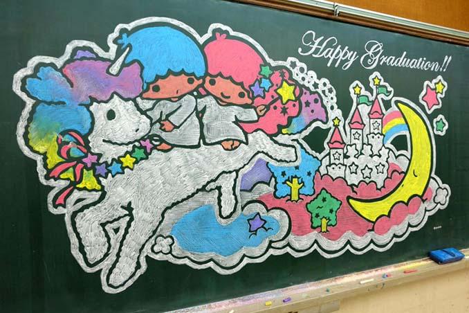 Καθηγητής από την Ιαπωνία εκπλήσσει τους μαθητές του με απίστευτα έργα τέχνης στον πίνακα (9)
