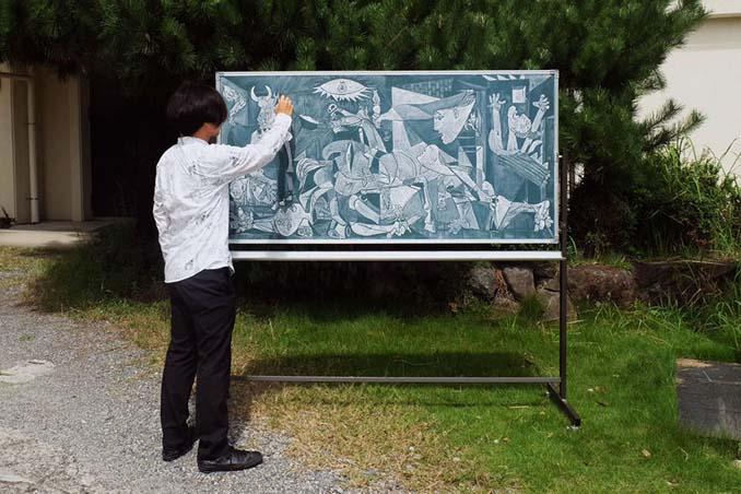 Καθηγητής από την Ιαπωνία εκπλήσσει τους μαθητές του με απίστευτα έργα τέχνης στον πίνακα (7)