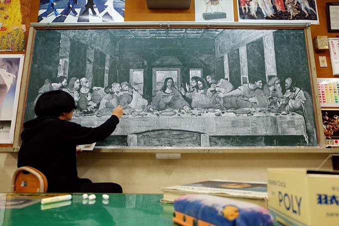Καθηγητής από την Ιαπωνία εκπλήσσει τους μαθητές του με απίστευτα έργα τέχνης στον πίνακα (8)