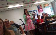 Καθηγήτρια τραγουδάει Rihanna και Drake την πρώτη μέρα στο σχολείο