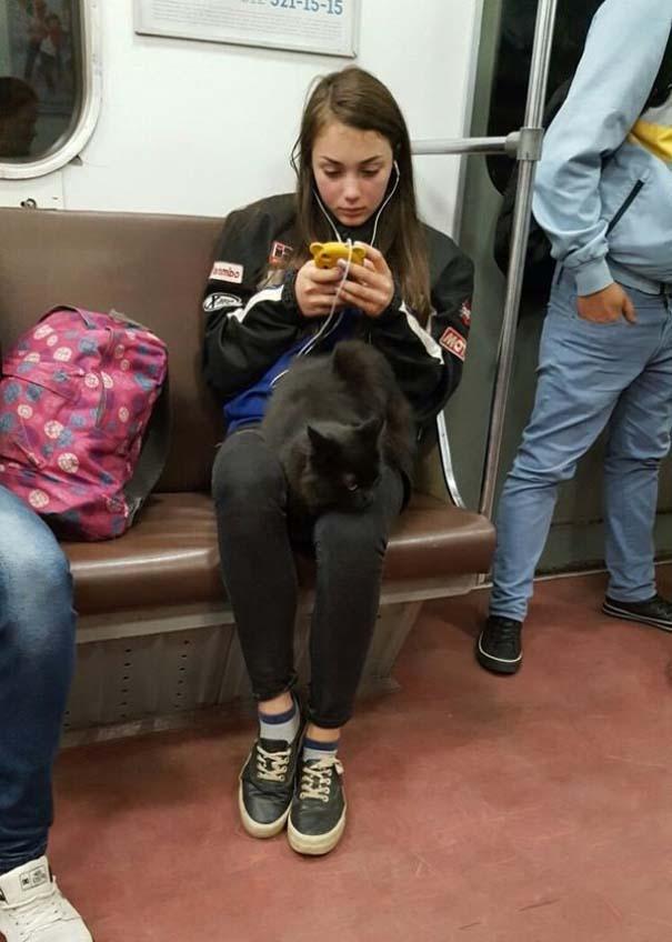 Ξεχωριστές εμφανίσεις στο Μετρό της Αγίας Πετρούπολης (4)