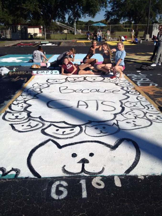 Μαθητές λυκείου στις ΗΠΑ βάφουν τις θέσεις πάρκινγκ τους (15)