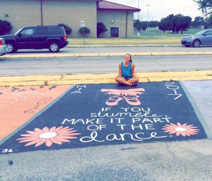 Μαθητές λυκείου στις ΗΠΑ βάφουν τις θέσεις πάρκινγκ τους (16)