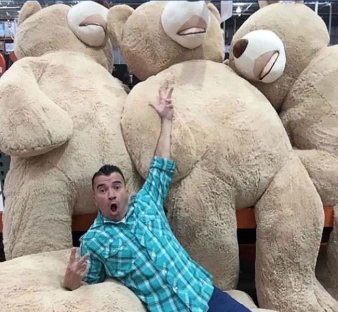 Παππούς πήρε στην εγγονή του ένα υπερβολικά γιγάντιο αρκουδάκι και το Internet τρελάθηκε (2)