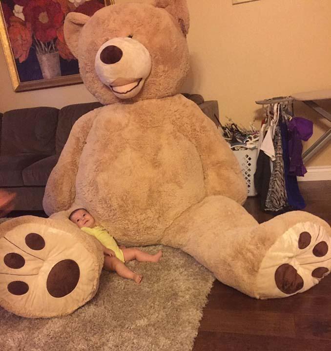 Παππούς πήρε στην εγγονή του ένα υπερβολικά γιγάντιο αρκουδάκι και το Internet τρελάθηκε (6)