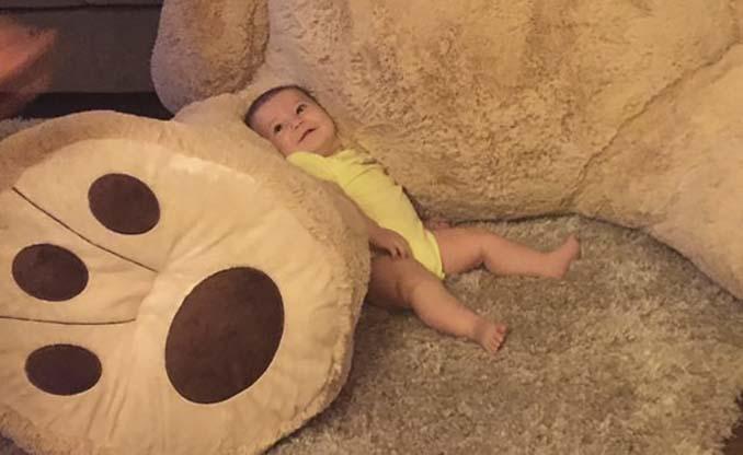 Παππούς πήρε στην εγγονή του ένα υπερβολικά γιγάντιο αρκουδάκι και το Internet τρελάθηκε (7)