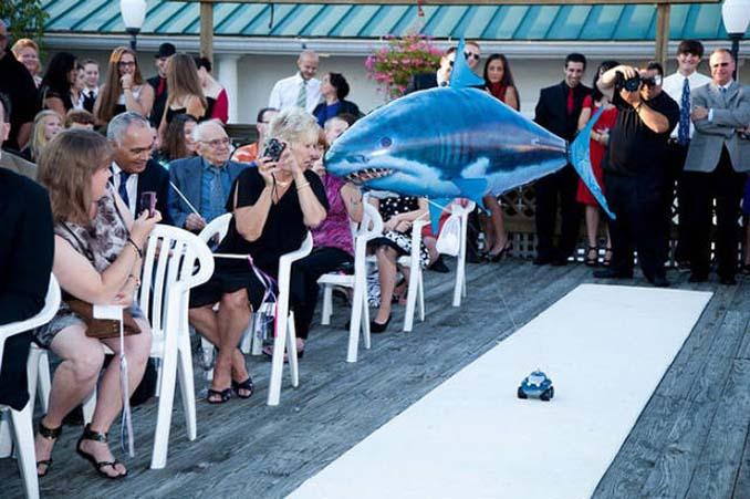 Παρανυφάκια που έκλεψαν την παράσταση σε γάμους (1)
