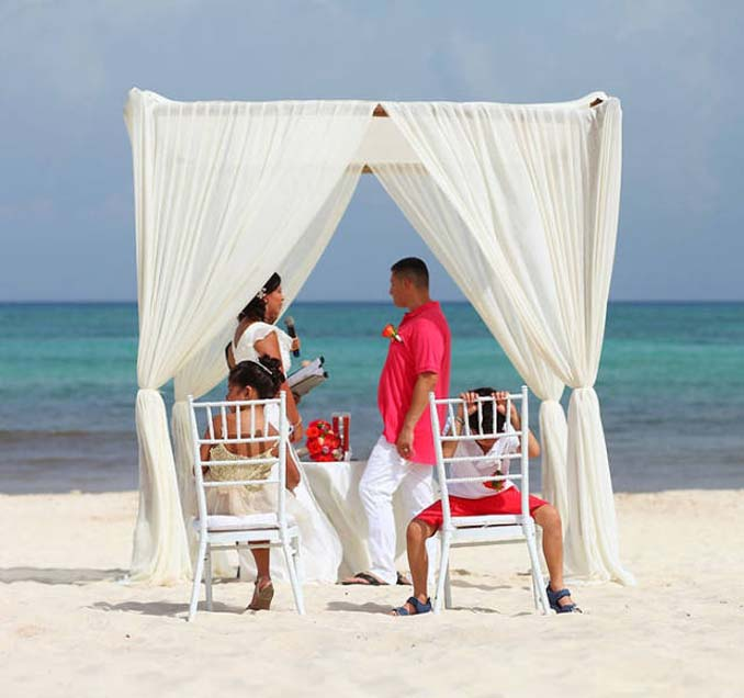 Παρανυφάκια που έκλεψαν την παράσταση σε γάμους (9)