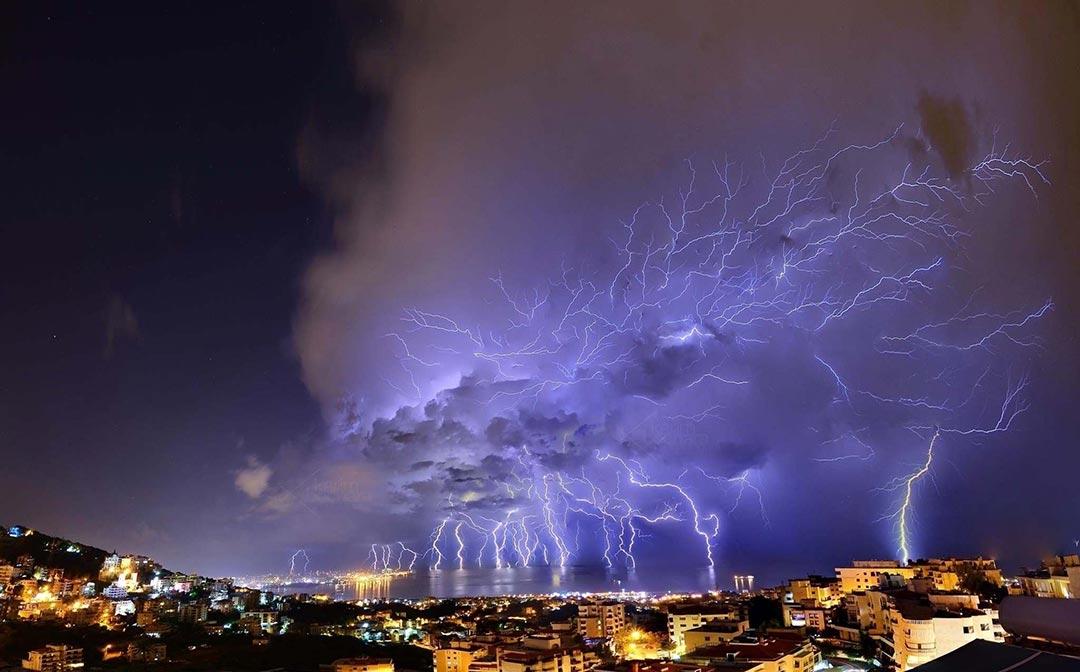 Επική καταιγίδα πάνω από την Βηρυττό | Φωτογραφία της ημέρας