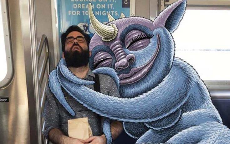 Σκιτσογράφος σχεδιάζει παράξενα τέρατα στη Νέα Υόρκη
