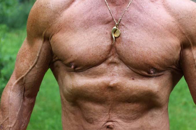 Το σώμα ενός bodybuilder σε ηλικία 40 ετών και 80 ετών (8)