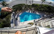 Βουτιά στην πισίνα ξενοδοχείου από τον 5ο όροφο