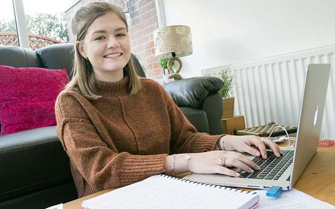 19χρονη φοιτήτρια εργάζεται ως οδηγός νταλίκας (3)