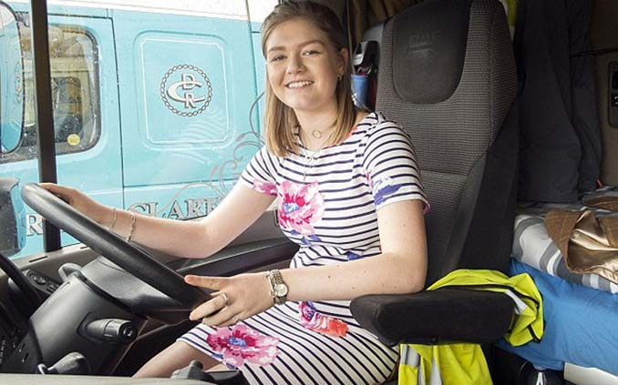 19χρονη φοιτήτρια εργάζεται ως οδηγός νταλίκας (8)