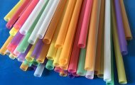 9 δημιουργικά κόλπα με πλαστικά καλαμάκια