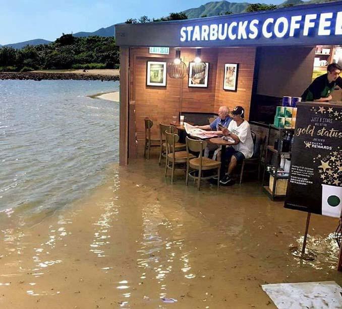 Άνδρας που διαβάζει ατάραχος εφημερίδα εν μέσω πλημμύρας, γίνεται αφορμή για ξεκαρδιστικό Photoshop Battle (3)