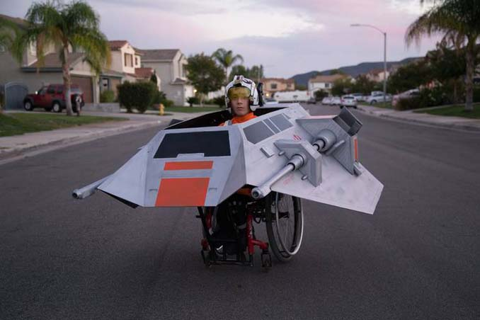 Δημιουργικός μπαμπάς φτιάχνει απίστευτες μεταμφιέσεις για τον γιο του που χρησιμοποιεί αναπηρικό αμαξίδιο (1)