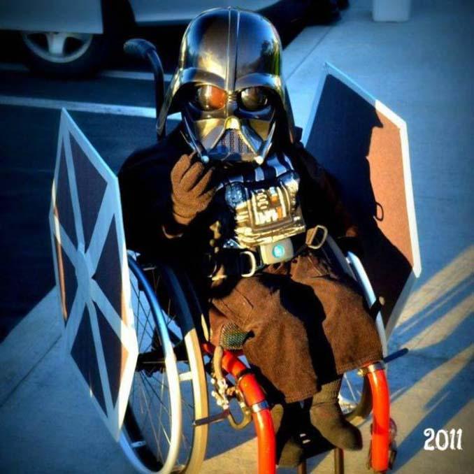Δημιουργικός μπαμπάς φτιάχνει απίστευτες μεταμφιέσεις για τον γιο του που χρησιμοποιεί αναπηρικό αμαξίδιο (6)