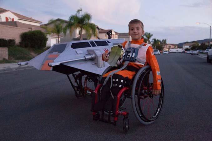 Δημιουργικός μπαμπάς φτιάχνει απίστευτες μεταμφιέσεις για τον γιο του που χρησιμοποιεί αναπηρικό αμαξίδιο (8)