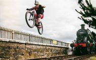 Απίθανα κόλπα του Danny MacAskill με mountain bike