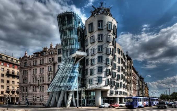 Ασυνήθιστα κτίρια που καταφέρνουν να τραβήξουν όλα τα βλέμματα (8)