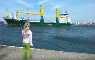 Αυτό το κοριτσάκι έκανε πως κορνάρει στο πλοίο, αλλά δεν ήταν προετοιμασμένο γι' αυτό που συνέβη