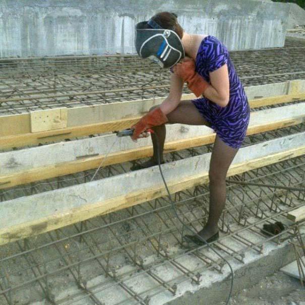 Κορίτσια για όλες τις δουλειές (22)