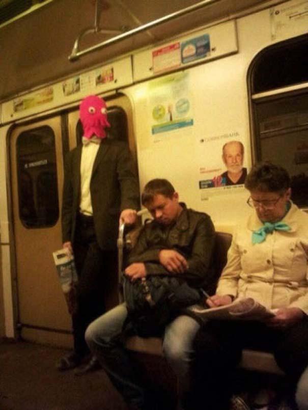 Παράξενες και κωμικοτραγικές φωτογραφίες στα μέσα μεταφοράς #17 (2)