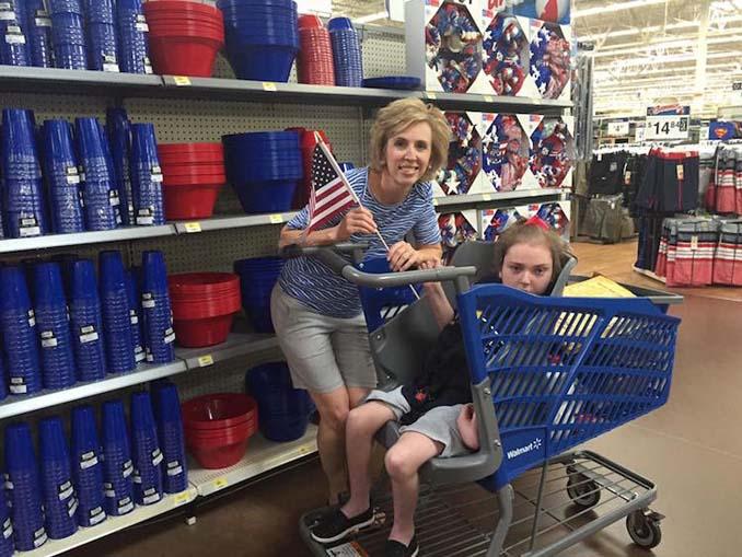 Μητέρα επανεφηύρε το καρότσι του σούπερ μάρκετ για να συμμετέχουν και τα ΑΜΕΑ στα ψώνια (3)
