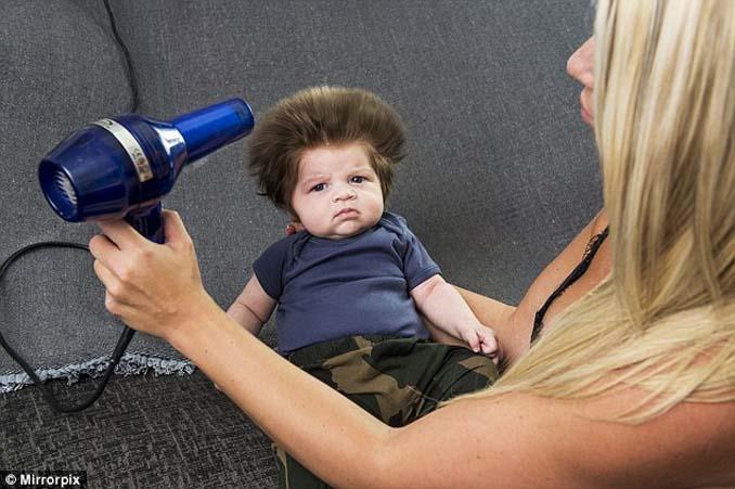 Μωρό 9 εβδομάδων με απίστευτο μαλλί (4)
