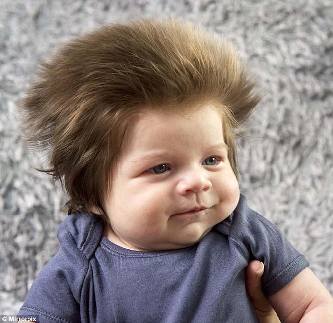 Μωρό 9 εβδομάδων με απίστευτο μαλλί (5)