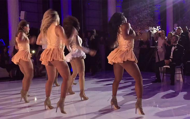 Νύφη φόρεσε ένα καυτό κορμάκι και χόρεψε Beyonce για τον γαμπρό μαζί με τις φίλες της (1)
