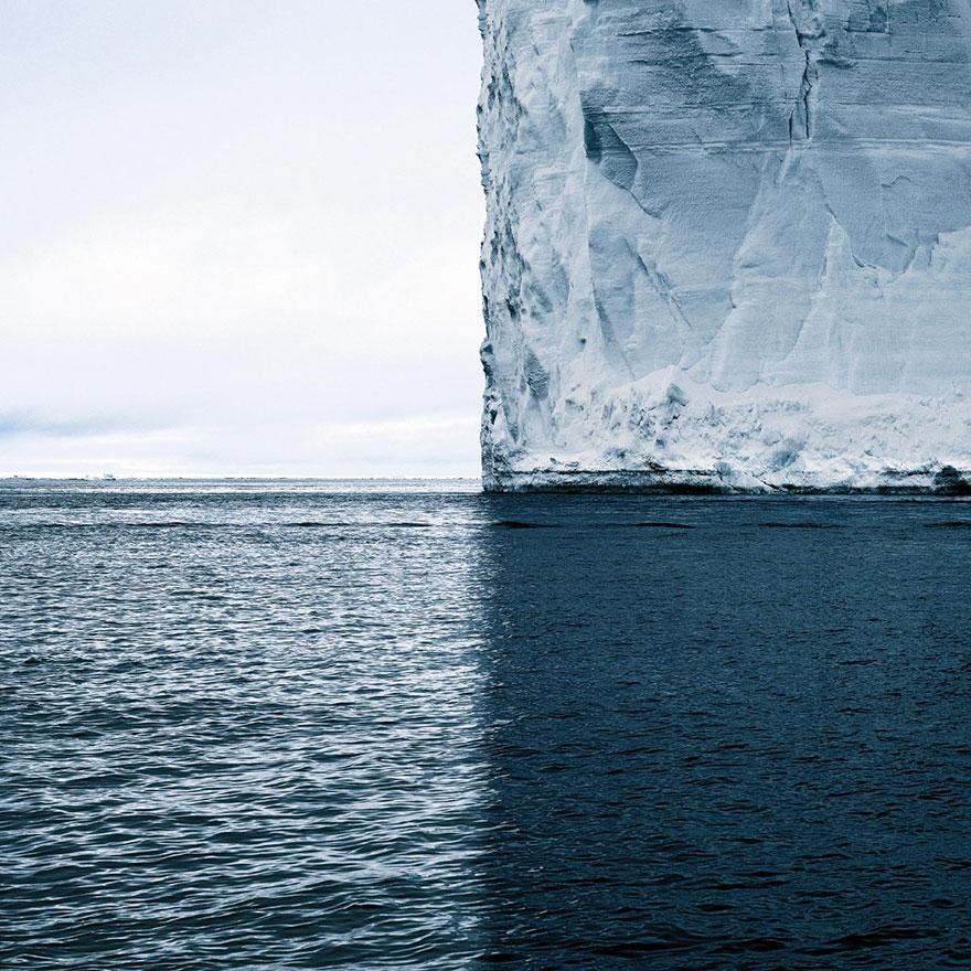 Σκιά παγόβουνου χωρίζει τον κόσμο σε 4 τέλεια τεταρτημόρια | Φωτογραφία της ημέρας