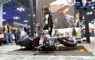 Πως να σηκώσεις μια πεσμένη μοτοσικλέτα