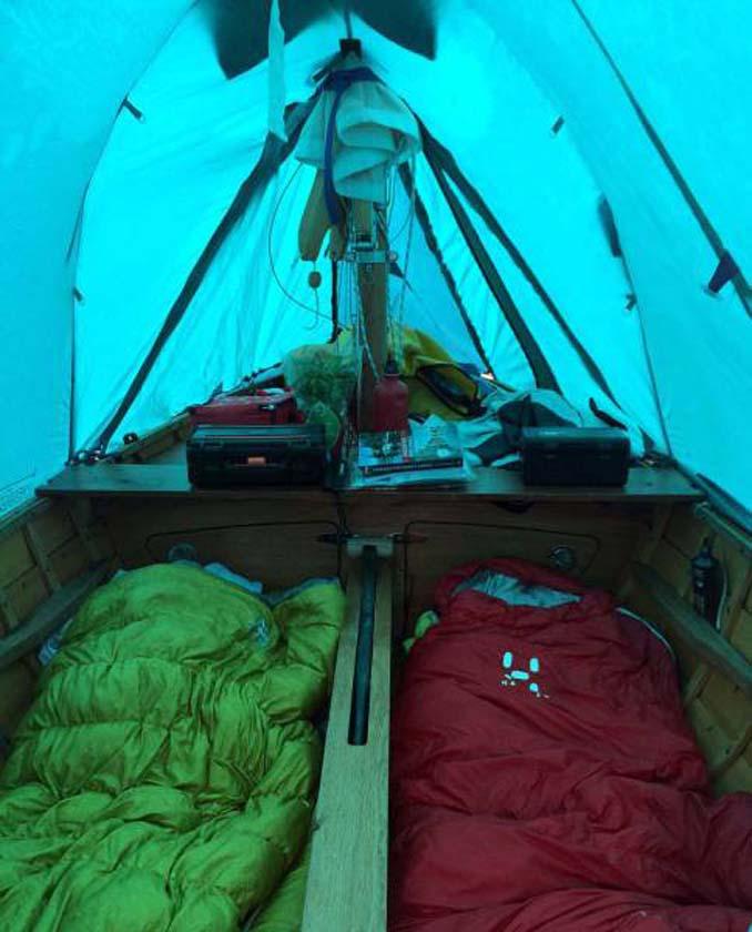 Ζευγάρι ταξίδεψε από την Αγγλία στην Γαλλία με σκάφος που κατασκεύασαν μόνοι τους (5)