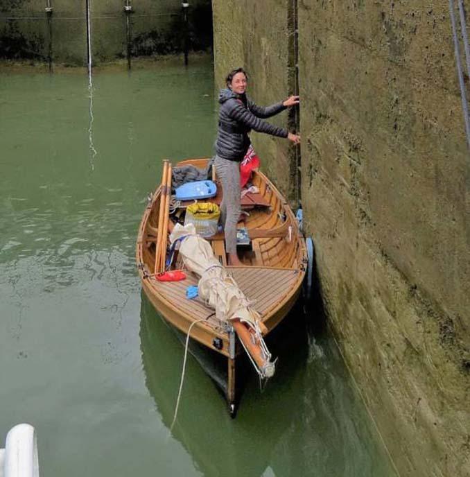 Ζευγάρι ταξίδεψε από την Αγγλία στην Γαλλία με σκάφος που κατασκεύασαν μόνοι τους (8)