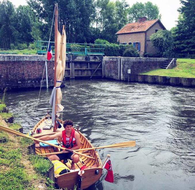 Ζευγάρι ταξίδεψε από την Αγγλία στην Γαλλία με σκάφος που κατασκεύασαν μόνοι τους (11)