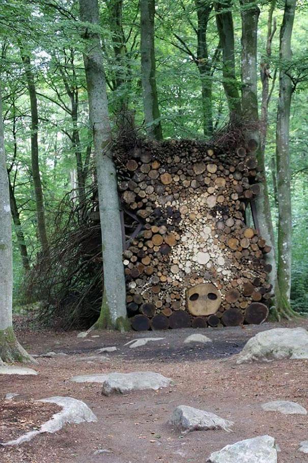 Άνθρωποι που μετέτρεψαν τις στοίβες ξύλων σε μορφή τέχνης (3)