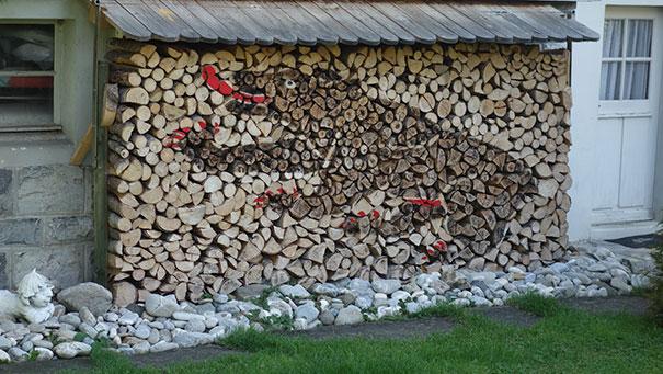 Άνθρωποι που μετέτρεψαν τις στοίβες ξύλων σε μορφή τέχνης (21)